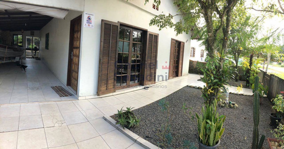 Excelente Casa Com 3 Dormitórios - Baln. Brasília Itapoá-sc