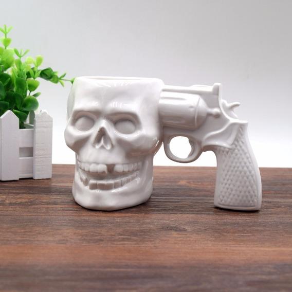 Caneca Chopp Caveira Com Revólver No Crânio Cerâmica Branco