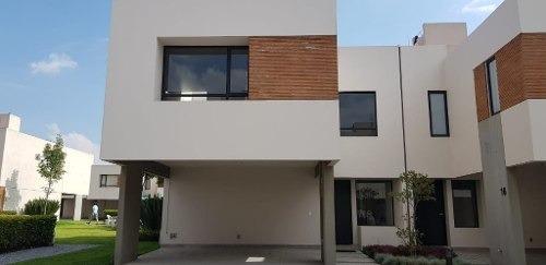 Casa En Venta Dentro De Fraccionamiento En Toluca