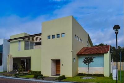 Casa Residencia En Privada Sobre Av. Edo De Méx, Metepec