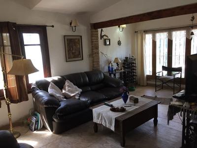 Amplia Casa En Las Toscas, Con Apartamento Al Fondo!