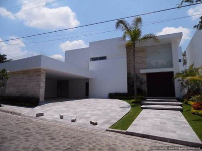 Espectacular Residencia Con Acabados Finos Dentro De Exclusiva Privada