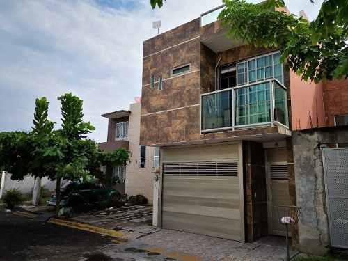 Hermosa Casa En Venta En Lomas De Río Medio Iv En Veracruz, Veracruz