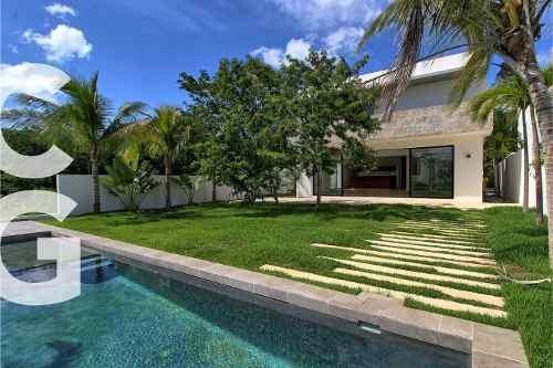 Casa En Venta En Cancun En Residencial Lagos Del Sol Con 4 R
