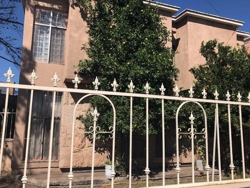 Casa En Venta En Esquina Punto Comercial!!! Cuatro Recámaras !!!