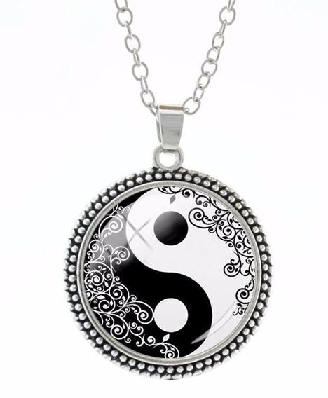 Colar Yang Yin Metal/ Vidro Preto E Branco