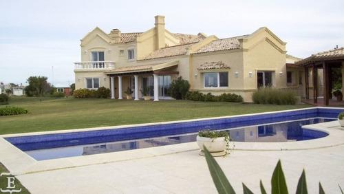 Casa En Alquiler Por Temporada De 4 Dormitorios En Club De Mar