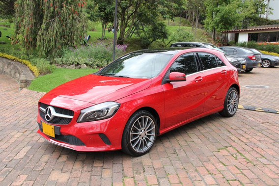 Mercedes Benz A200 Urban 2017 Rojo Júpiter 25.000 Kms Único