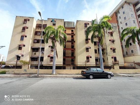 Apartamento En Urb. Chaguaramos Fuerzas Aereas 20-24176 Hjl