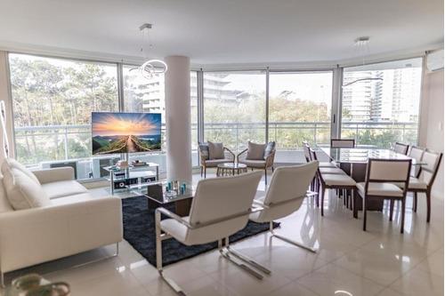 Apartamento En Venta En Torre Con Todos Los Amenities!.