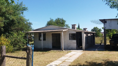 Casa De 2 Habitaciones, Cocina Comedor, Baño Y Barbacoa.