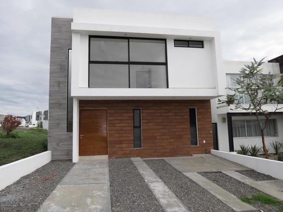 Casa En Venta En San Isidro Juriquilla, Queretaro, Rah-mx-20-3022