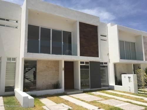 Casa En Venta En Canadas Del Arroyo, Corregidora, Rah-mx-19-1749