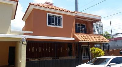 Hermosa Casa Dos Niveles San Isidro