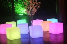 Locação Cubo Puff Iluminado-linha Completa Móveis Consulte