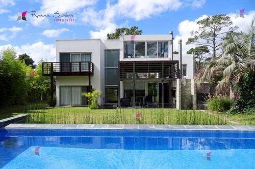 Moderna Casa San Rafael- Ref: 9266