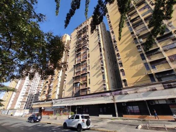 Apartamento En Venta Urb El Centro Maracay/ 21-7336 Wjo