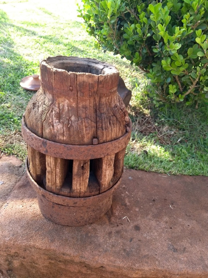 Antigo Cubo Roda De Carroça