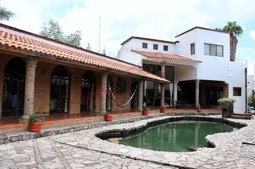Venta Casa Con Alberca De Piedra, Jacuzzi, Gran Jardin, Habitaciones En 1 Planta, Terrazas. Excelente Ubicación, En Cuernavaca Norte.