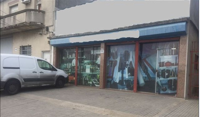Local Comercial , Con Estacionamiento,