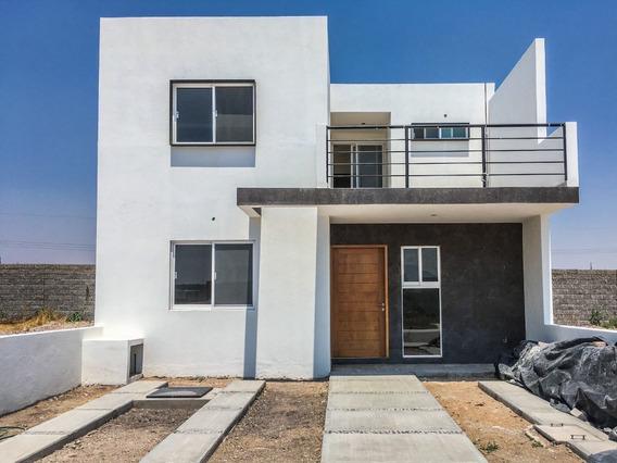 Casa En Cañadas Del Arroyo Con Habitación En Pb Y Estudio