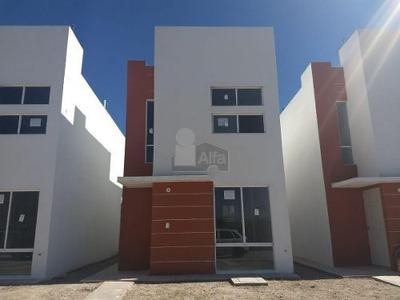 Casa Sola En Venta En Villas Del Manantial (ameyal), Durango, Durango