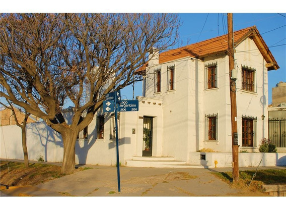 Casa En Venta En Barrio Fuchs - Godoy Cruz
