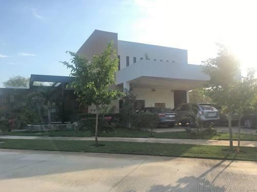 Casa De Una Planta En Renta En Merida. Yucatan Country Club