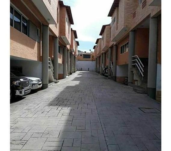 En Venta Moderno Town House Urb. El Bosque