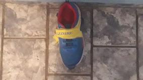 Tênis Leisure Cores:azul,amarelo,vermelho, Branco Com Rodinh