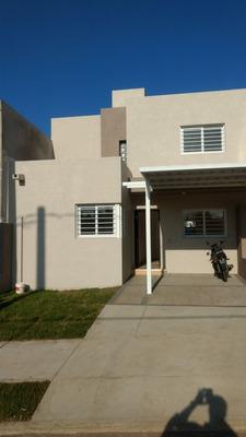 Se Vende Duplex En Barrio Lomas Del Chateau