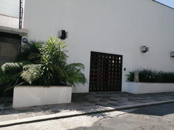 Moderna Casa En Venta, Calle Cerrada
