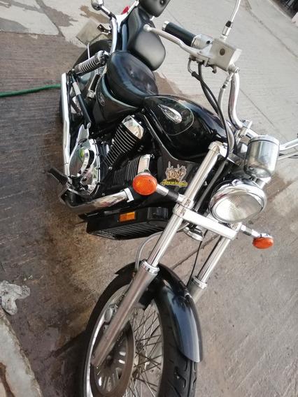 Suzuki Intruder Vs800