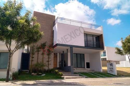 Casa En Venta, Zona Azul, Lomas De Angelopolis
