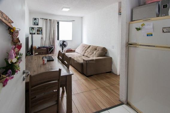 Apartamento Em Cavalhada Com 2 Dormitórios - Lu429905