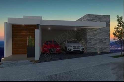 Casa En Venta A Estrenar En Fracc. Del Roble, San Luis Potosí, En Privada