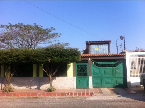 Casa En Exclusiva Urbanizacion De Tinaquillo