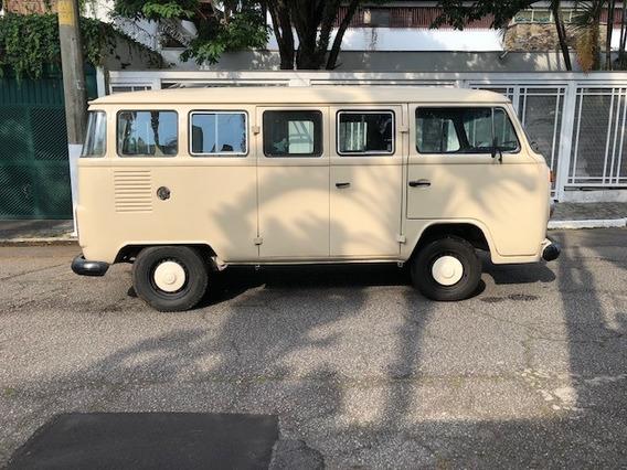 Volkswagen Kombi Bege Com Vidros Verdes Ano 1993 Único Dono