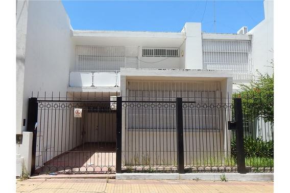 Casa En Venta La Plata C/cochera Y Dependencias