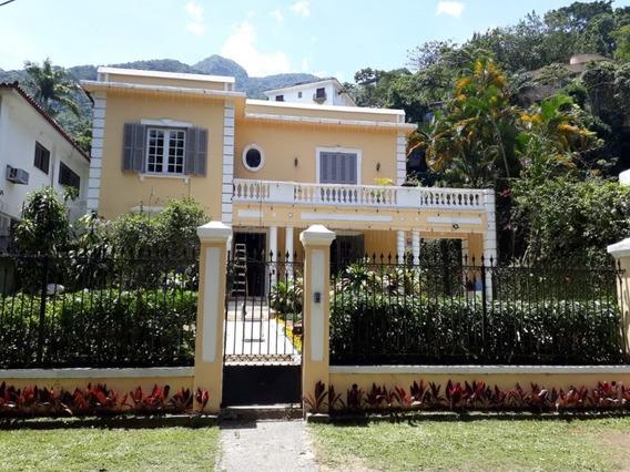 Casa Estilo Neoclassica Com 3 Dormitórios E 1 Suite