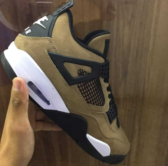 Tênis Air Jordan 4 Retro