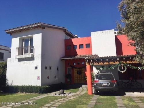 Casa En Venta En Puerta Del Carmen, Ocoyoacac, Rah-mx-20-2087