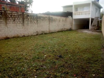 Casa Com 3 Cômodos Grandes, Área De Lazer E Banheiro