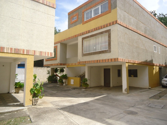 Townhouse Barrio Sucre 04128846454