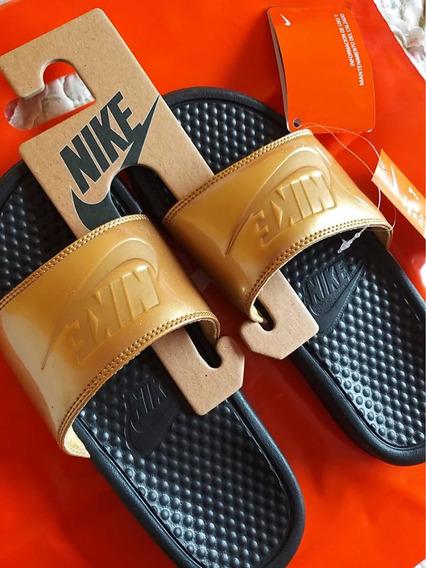 Ojotas Nike Benassi Modelo Negro Y Dorado 2020