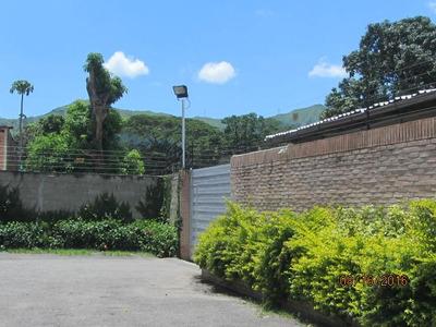 Unica Casa Con, Area De Oficina Jardin Y Galpo