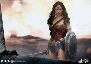 Wonder Woman Hot Toys Bvs (open Box)