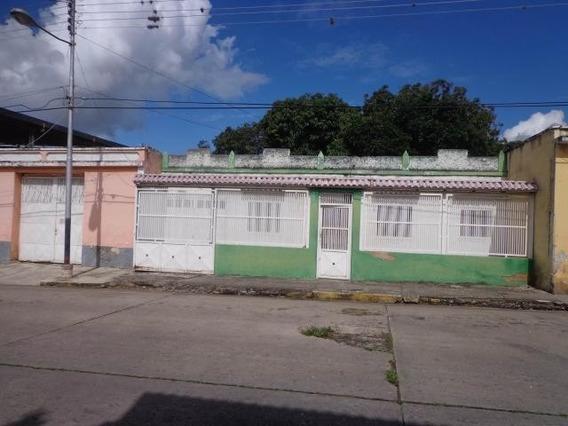 Casa En Venta. La Victoria. Cod Flex 20-9262 Mg