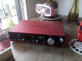Interfaz De Audio - Focusrite Scarlet 2i4