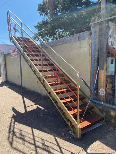 Imagem 1 de 5 de Escadas Sob Encomenda